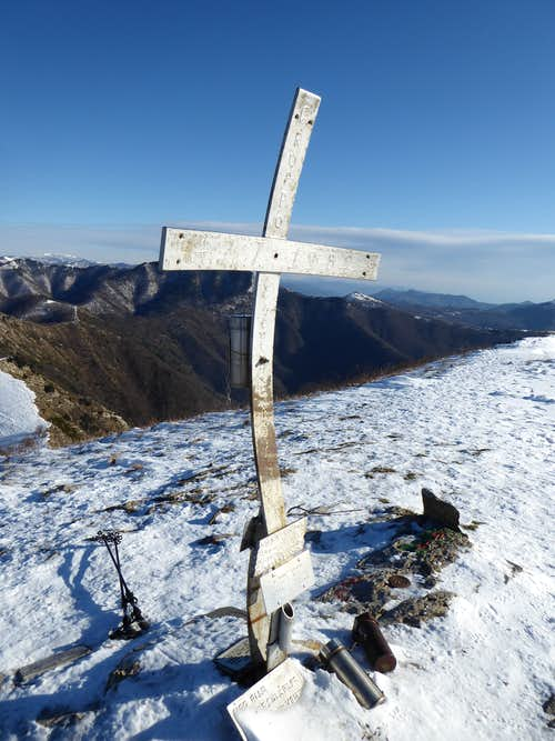 The characteristic cross on the top of Alpesisa