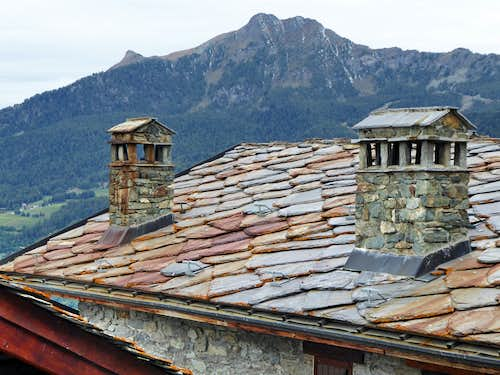 Becca d'Aver and Cima Longhede in background above the roofs of La Magdeleine