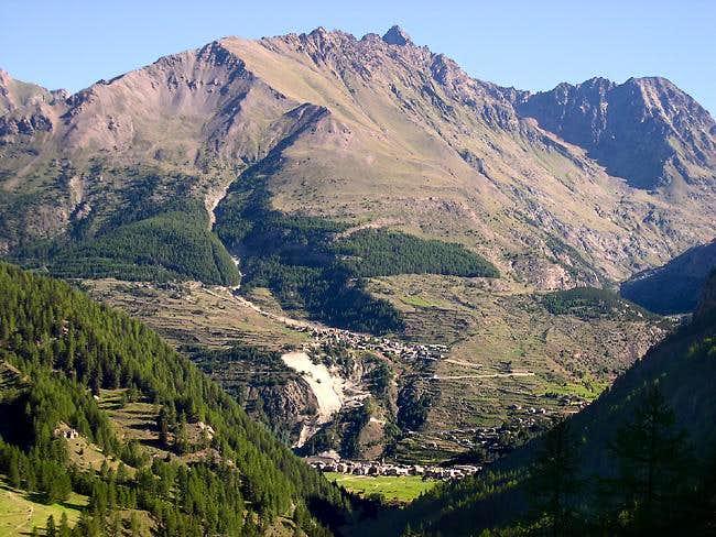 Northward view climbing towards Pian Tournetta 2418 m (Valnontey)