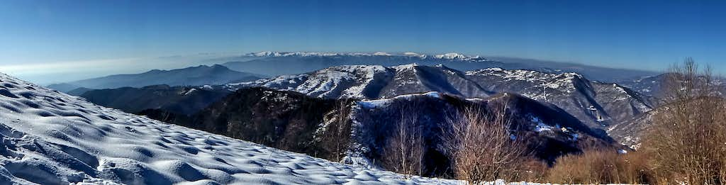 A wide view from the winter climb of Alpesisa