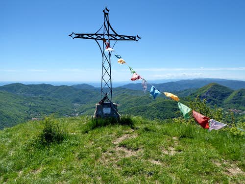 An easy circular path from Crocefieschi to Monte Proventino