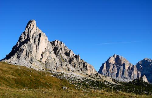 Gusela del Nuvolau and Tofana di Rozes on background