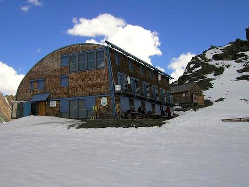 The Stuedl-Huette (2802 m)...