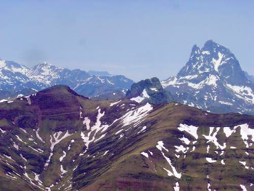The peaks of Anayet under the...