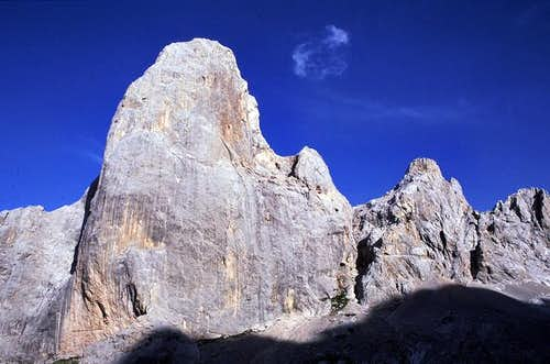 Naranjo de Bulnes´ West Face