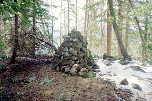 The rock cairn at the summit.