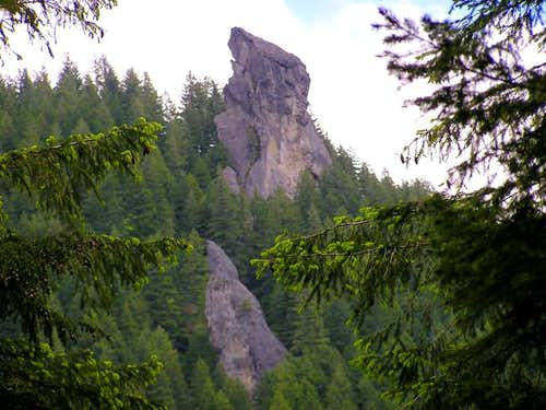 Rooster Rock from the trail in.