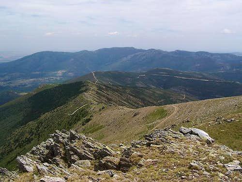 In te foreground: Cerro del...