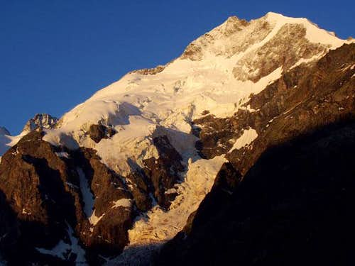 First sunglow on the summits...