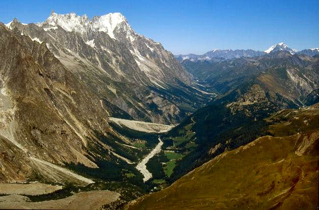 View of Grandes Jorasses,  Rochefort ridge <br> and Dent du Géant from the far Mont Fortin