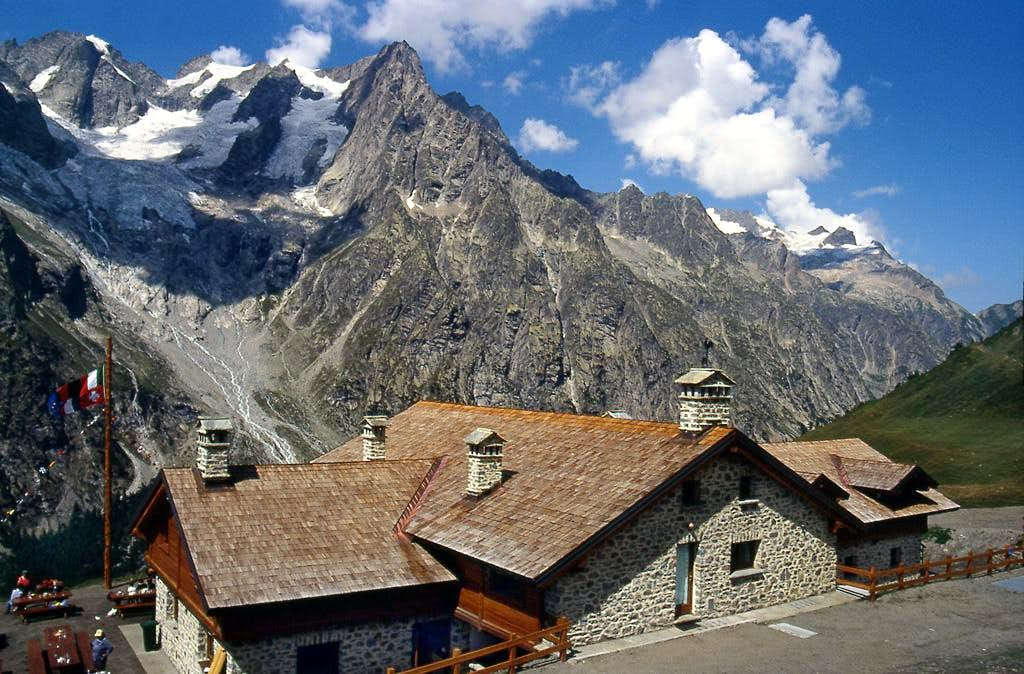 Petites Jorasses, Aiguille de Leschaux and <BR>Mont Greuvetta from Rifugio Bonatti <i>(2032m)</i>