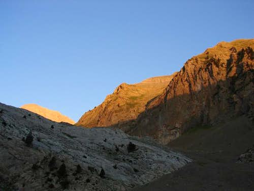 Dawn in Cotiella and Ridge of...