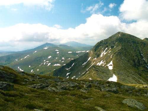 Buhăescu Mare and main ridge