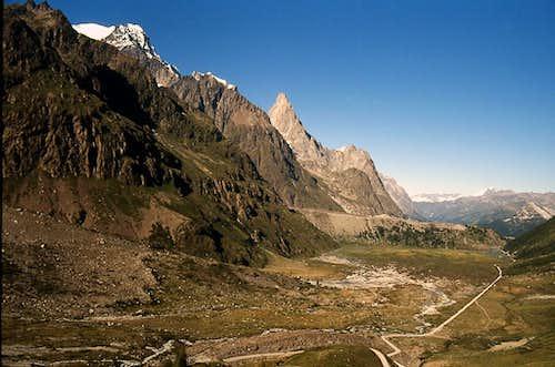 Plan de Combal ( val Veny) <br> and the moraine of  Miage glacier