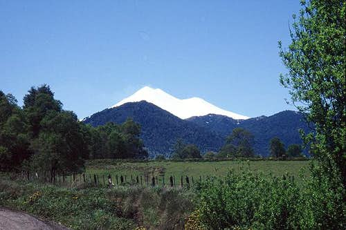 Beautifull snow-capped Volcan...