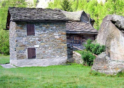 A group of typical old stone buildings along the path from Valnontey to Valmiana