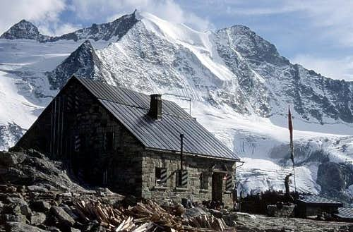 Cabane de Moiry hut (2825 m)...