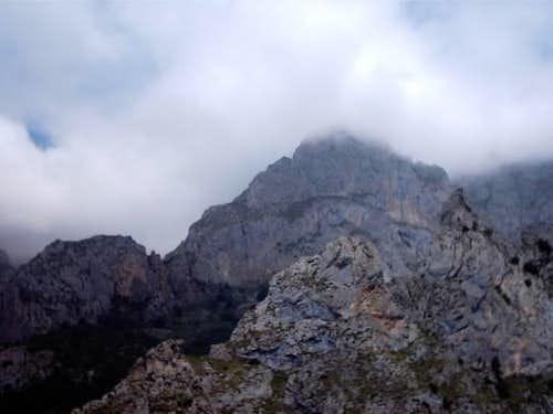 Mountains near Cordiñanes...