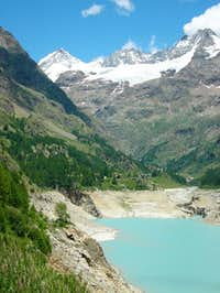 Dent d'Herens and Lake Place...