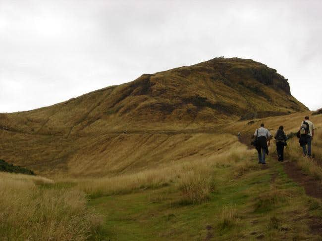 On the trail to Arthur's Seat .