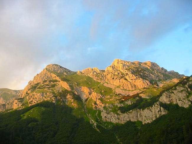 Maglic ridge in sunset - view...