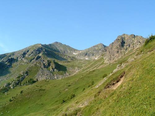 The peak of Djeravica (left...