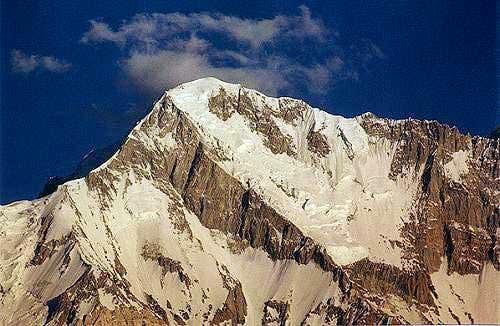 Awi Zum (6434 m) in the Buni...