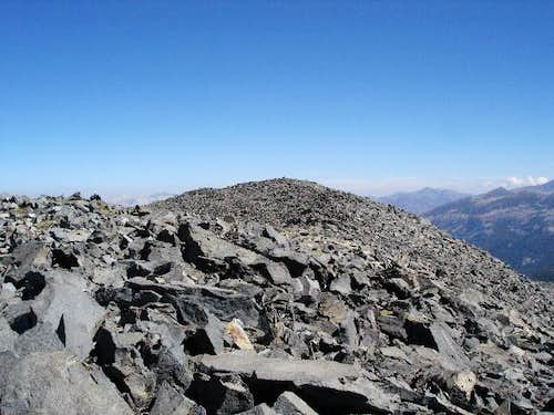 Lots of talus on the summit...