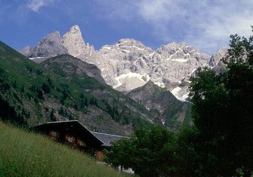 Trettachspitze (left) seen...