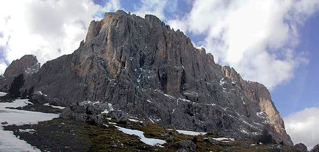 Sassolungo east face : here...
