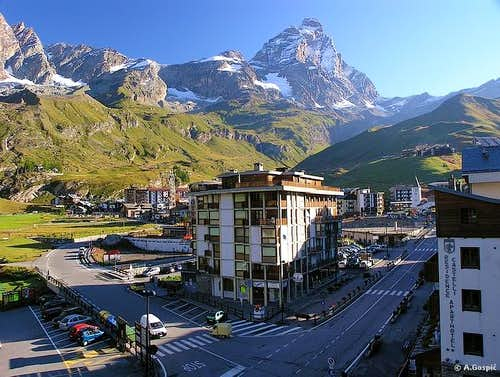 Panorama of Cervinia (2005m)...