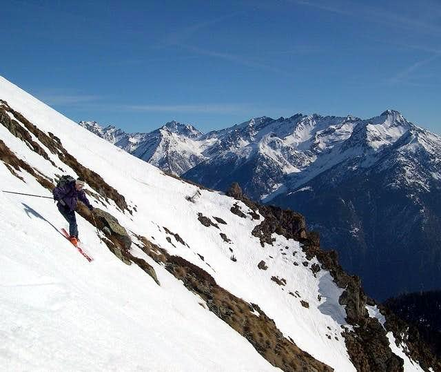 Skiing down from Saron...