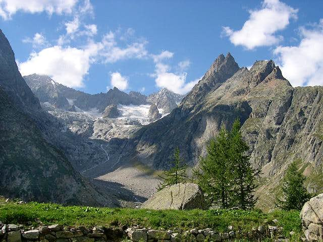 Overall view of the Triolet glacial basin