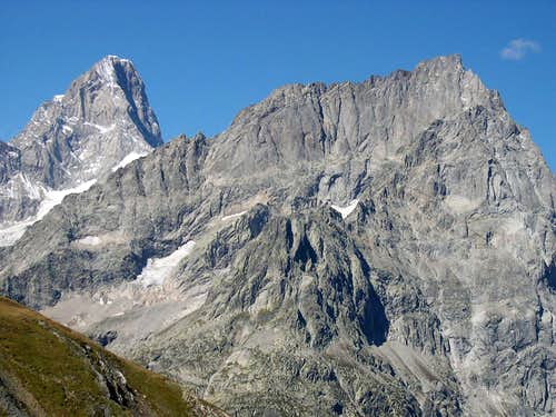The summit of Grandes Jorasses <i>4206m</i><br> peeps out behind Mont Greuvetta group