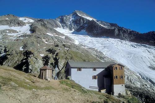 Lenkjoechl hut (2603m) is the...