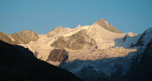Zinalrothorn at sunset....