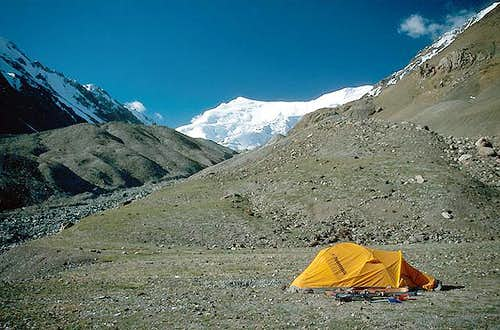 Camp at 4000 m, Nazarova...