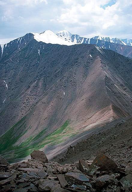 Pik Nezametnyj (4657 m) and...