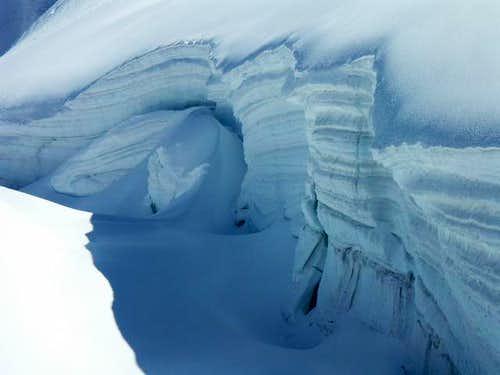 Huge crevasse under the top...