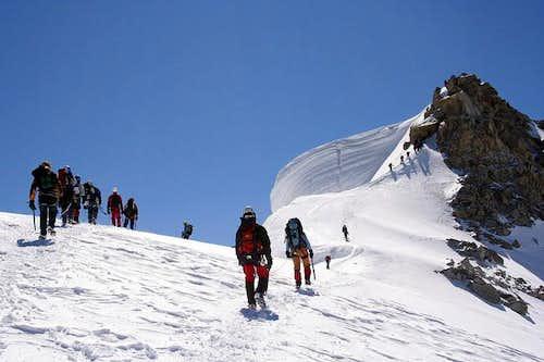 Many climbers heading Tacul´s...