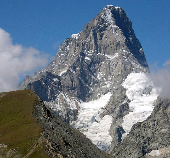 The elegant shape of Grandes Jorasses<br>seen from Vallone di Combette
