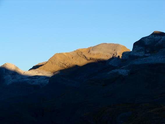 Dawn on Taillon from Góriz ....
