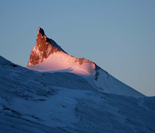 Sunrise on Zinalrothorn....