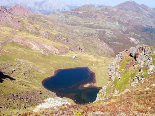 The Lac d'Arlet and its hut,...