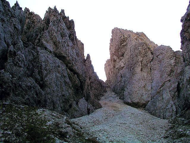 The gorge to Portonat notch....