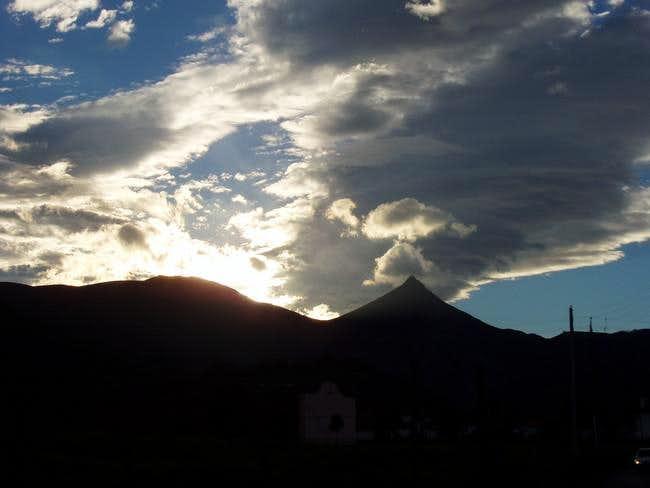 Dawn behind the Hauskoa, as...