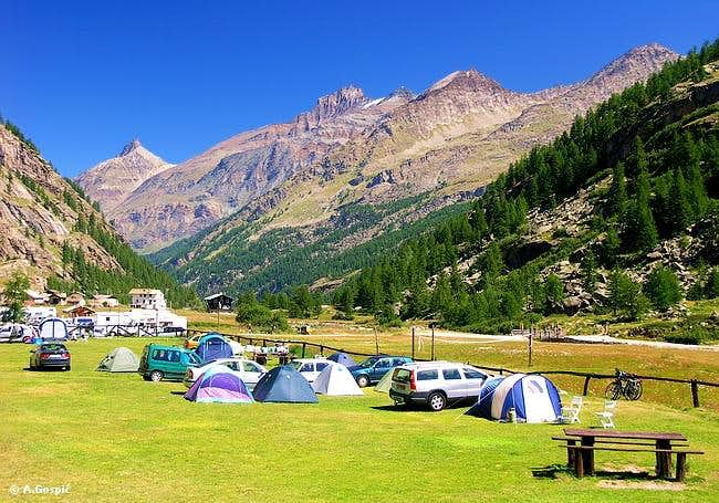 Camp at Pont (1980m) is...