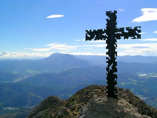 Memmorial cross at the summit...