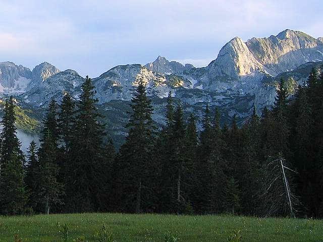 Rbatina ( 2401 m , right),...
