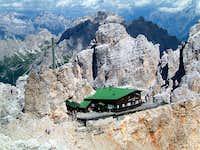 Rifugio Lorenzi, 2932 m. On...